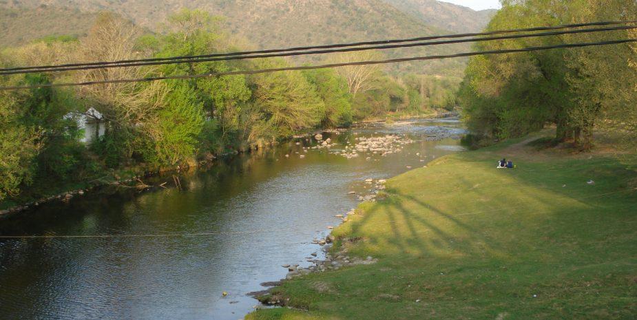 Rio y sierras